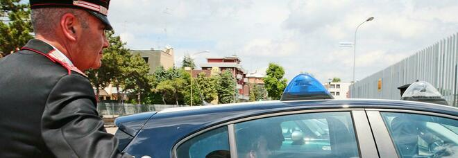 Pescara, bimbo intrappolato nell'auto della madre: salvato dai carabinieri