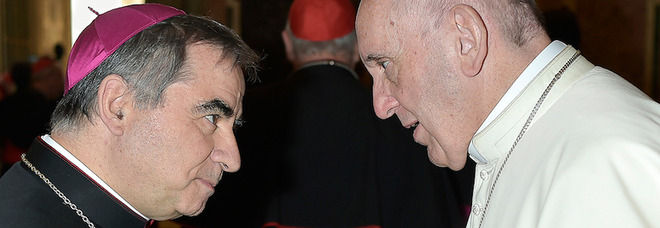Papa Francesco a sorpresa va a casa del cardinale Becciu a celebrare la messa con lui