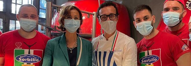 Marta Cartabia a Napoli, pizza margherita da Gino Sorbillo ai Tribunali