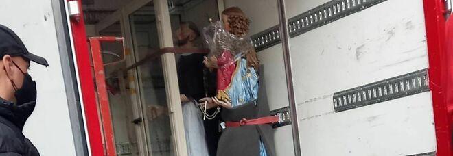 Napoli, statue della Madonna e dei Santi rubate in una chiesa su ordine di lady camorra