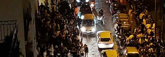Napoli, torna il caos movida a via Aniello Falcone; i residenti: «Dove sono i candidati sindaco?»