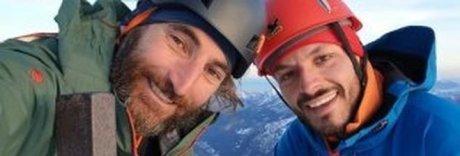 Alpinista italiano ferito e bloccato sull'Himalaya: via alla spedizione