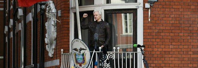 Assange, la Cia voleva «assassinarlo». Piani pronti nel 2017, poi prevalse la prudenza