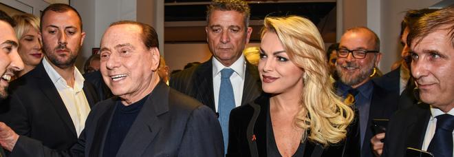 Berlusconi, buonuscita di 20 milioni a Francesca Pascale: «Anche un milione l'anno di mantenimento»