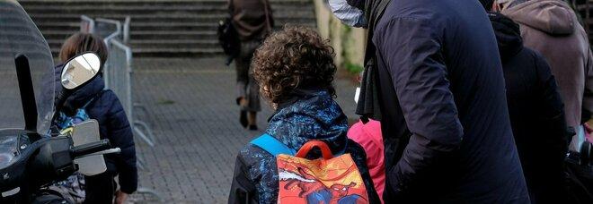Campania, 181mila alunni delle medie tornano a scuola: la mappa, i problemi
