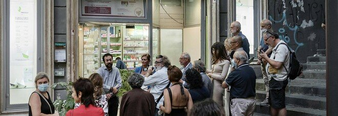 Napoli, inaugurata la rassegna d'arte Farmacopee in Piazzetta Duca D'Aosta