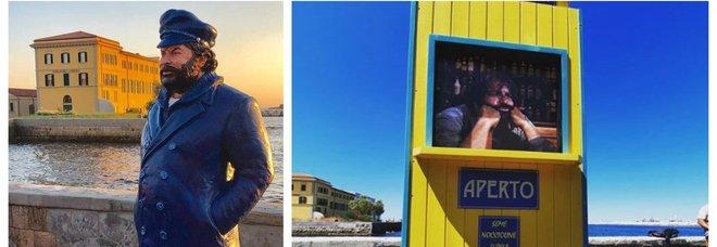 Livorno, la prima statua italiana di Bud Spencer trasformata in un baracchino giallo. «Non era bella»
