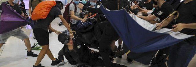 Hong Kong brucia, violenza senza precedenti e governo nel caos
