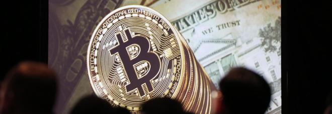 Bitcoin, dopo il crollo sale ancora: nuovo record a 12mila dollari.