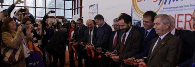 Napoli, al via EnergyMed, Micillo: «3 miliardi per le rinnovabili»