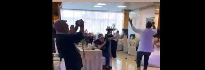 Covid a Napoli, festa per la prima comunione con il neomelodico: è bufera sul video choc