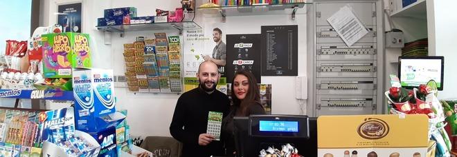 I due baristi Giovanna e Andrea del bar