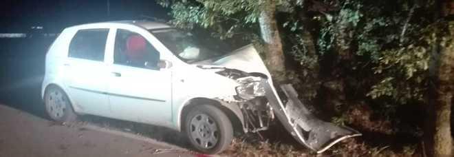 Schianto contro albero dopo la festa quattro feriti, grave una ventenne