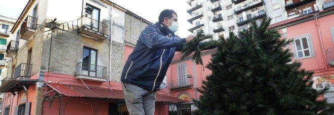 Covid a Napoli, l'appello di seimila commercianti: «Lockdown subito, così salviamo il Natale»