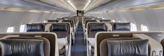 Uomo muore a bordo e i passeggeri continuano il volo con il cadavere a bordo
