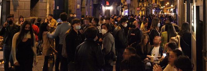Controlli anti-Covid a Napoli, blitz tra i baretti di Chiaia: denunciati due parcheggiatori abusivi