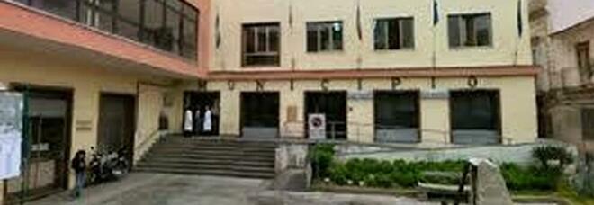 Covid a Calvizzano, consigliere comunale contagiato e il sindaco chiude le scuole