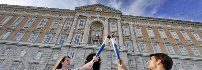 La fiaccola delle Universiadi splende alla Reggia di Caserta