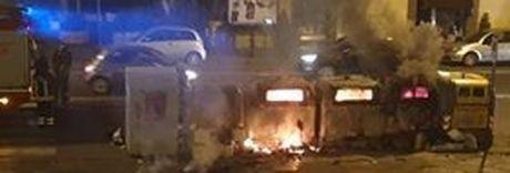 Cassonetti incendiati a Monteoliveto: «C'è un preciso piano criminale?»