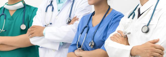 Separate gemelle siamesi unite per la testa dopo circa 50 ore in sala operatoria