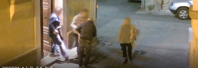 Terni, fiumi di soldi nei festini a base di sesso e droga: «Mario pagava la cocaina 100 euro al grammo»