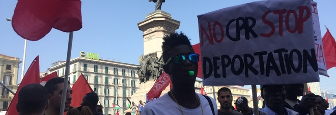 Il 25 aprile di Napoli per i migranti: «Condizioni più umane per tutti»