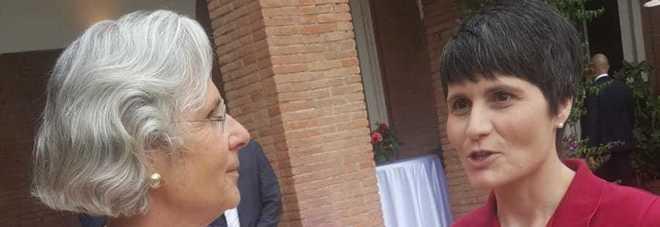 Samantha Cristoforetti e l'ambasciatrice tedesca  Susanne Wasum-Rainen nella residenza di Villa Almone a Roma
