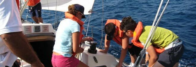 Dalla Campania alla Sicilia 500 ragazzi navigano a vela «contro l'abbandono scolastico»