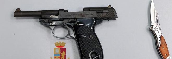 Napoli, in auto con la pistola calibro 9: 24enne in arresto a Secondigliano
