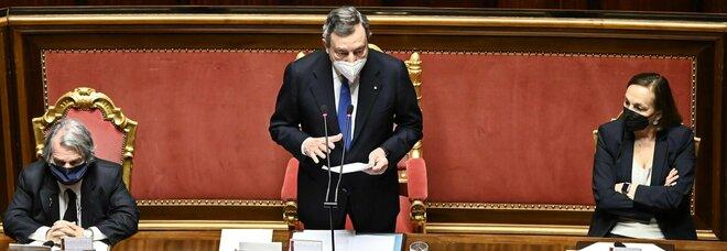 Draghi al Senato: «Obiettivo mezzo milione di vaccini al giorno, dopo Pasque le prime riaperture»