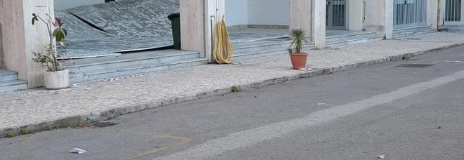 Salerno, crolla il controsoffitto all'ingresso del Genovesi-Da Vinci