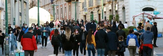 Covid a Benevento, struscio e folla sul Corso: «Scene inaccettabili»