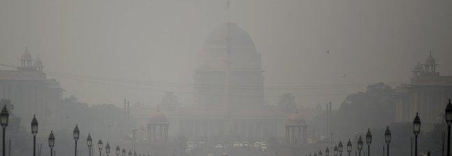 Allarme inquinamento, a Nuova Delhi visibilità quasi a zero e difficoltà a respirare