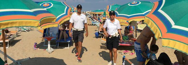Controlli della Polizia locale in spiaggia a Bibione
