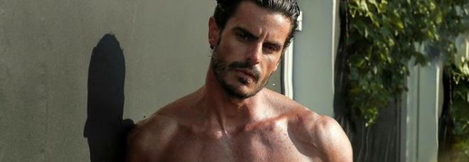 Gf Vip, l'ingresso di Andrea Casalino è hot: il modello in slip nella Love Boat