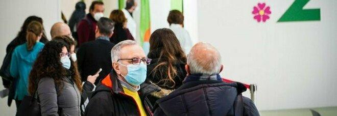 AstraZeneca, stop a open day Napoli: Pfizer e Moderna agli over 18. Il Cts frena sull'anglo-svedese ai giovani