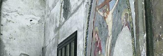 Napoli, la chiesa di Sant'Antonio Abate va in rovina: sfregio al dipinto di Luca Giordano