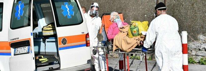 Covid, malati da Napoli nel Lazio con la bombola d ossigeno. Via in 116 dagli ospedali dell orrore