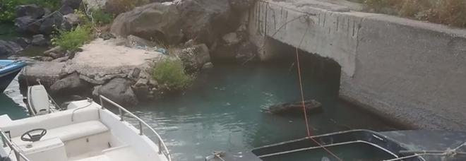 Vigliena, acqua verde e puzzolente: sos per salvare il mare di Napoli Est