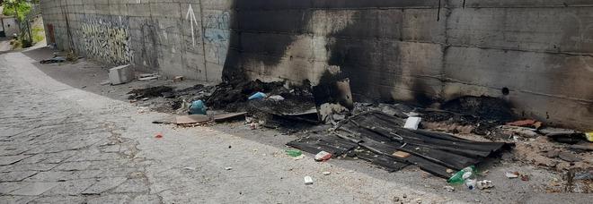 In fiamme rifiuti depositati illegalmente, Ercolano come la Terra dei fuochi