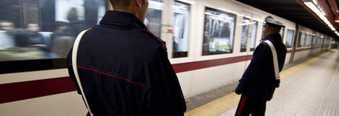 Roma, incidente sulla Metro B: un ragazzo si getta sotto il treno a Termini