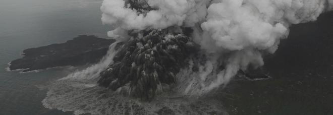 Indonesia, il Krakatoa erutta ancora: 373 morti, 11 mila sfollati