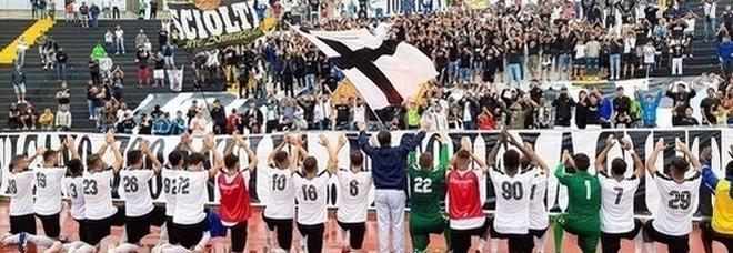 Blitz Savoia a Nola: bianchi ai playoff, incubo retrocessione per i bruniani
