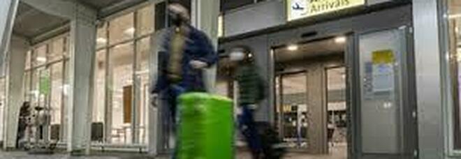Covid a Napoli, falsi certificati di tampone negativo venduti a 50 euro nell'aeroporto di Capodichino