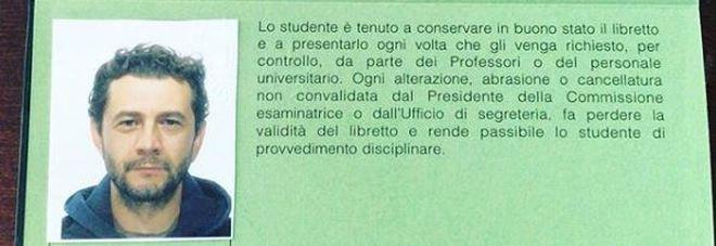 Vinicio Marchioni si iscrive all'università: «L'unica guerra che riconosco è quella contro l'ignoranza di questo paese»