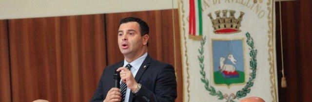Bagarre al primo consiglio comunale di Avellino: scoppia il caso M5S