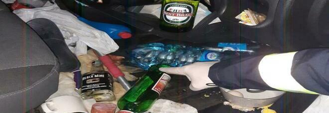 """A 14, il camion va a """"zig zag"""" in autostrada, l'autista era ubriaco sei volte il limite di legge. Nell'abitacolo bottiglie di alcolici"""