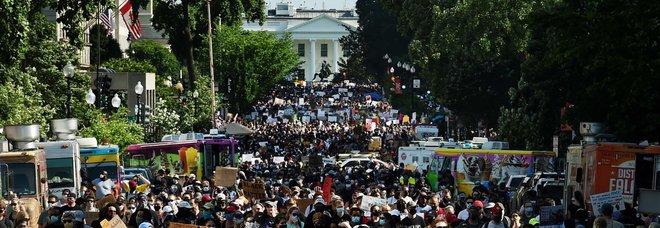 George Floyd, a Washington cortei pacifici: «George non è morto invano». Trump: molta meno folla del previsto