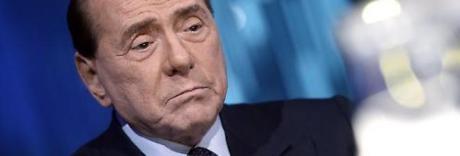 Berlusconi operato d'urgenza per ernia: «Intervento riuscito»