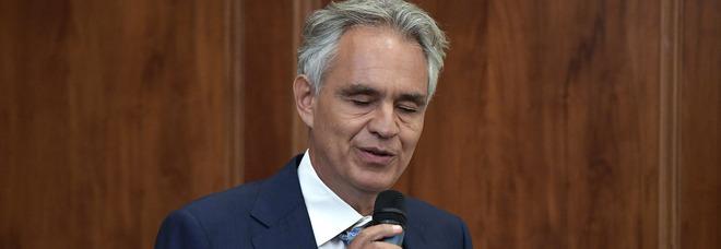 Bocelli dopo il convegno negazionista: «Sul coronavirus sono stato frainteso»